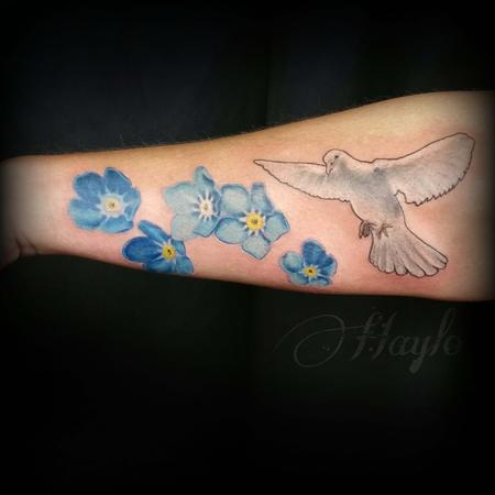 Haylo - Realistic Dove with forget me not flowers