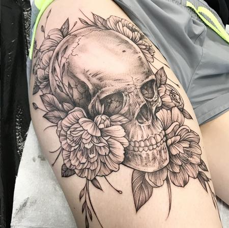 Michael Bales - SKULL AND FLORAL ON THIGH. INSTAGRAM @MICHAELBALESART