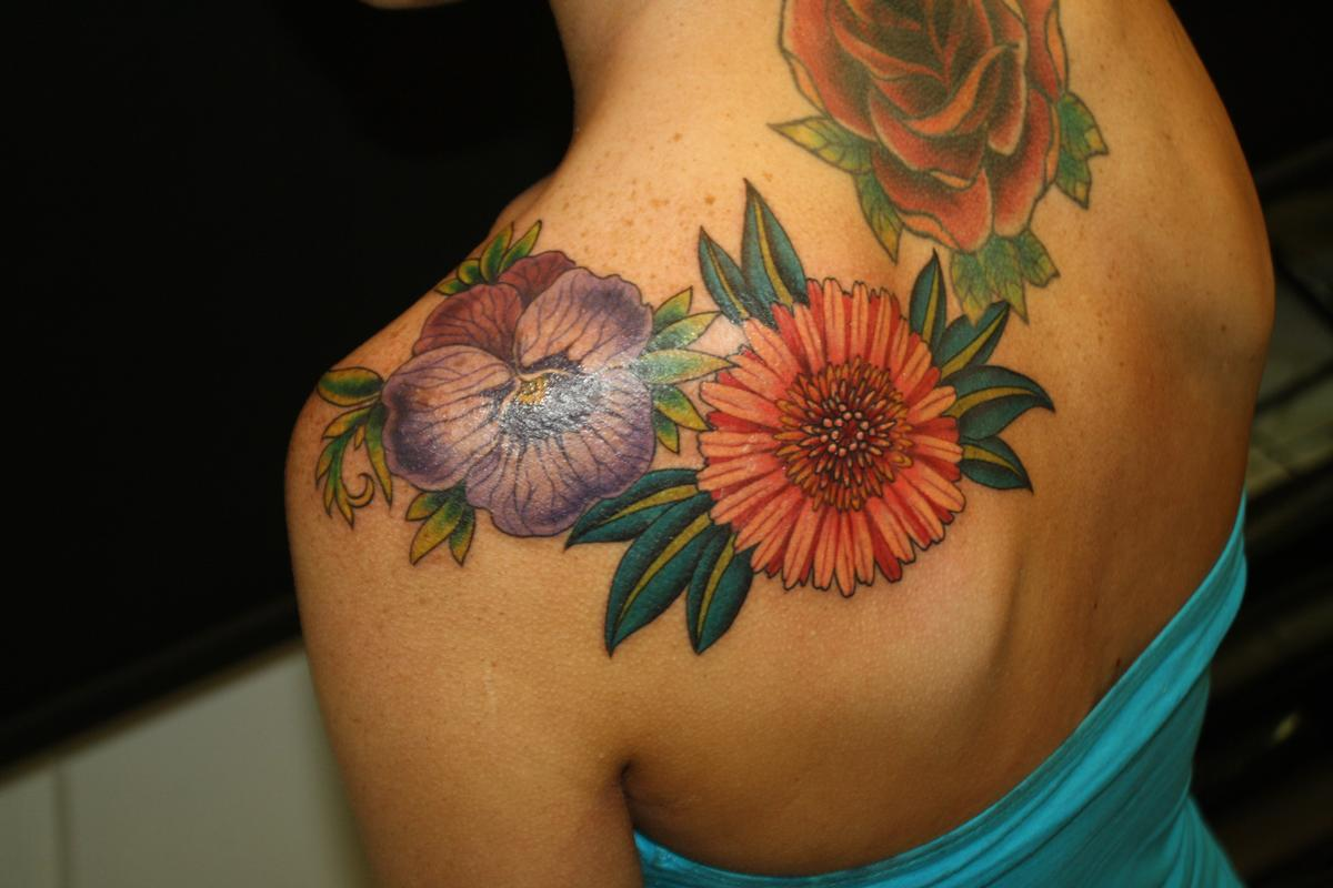Lovely flower tattoo by rebecca smith beccadoodletattoos tattoonow rebecca smith beccadoodletattoos lovely flower tattoo izmirmasajfo