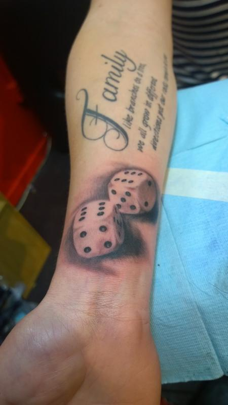 Tattoos - Black and gray dice - 111940