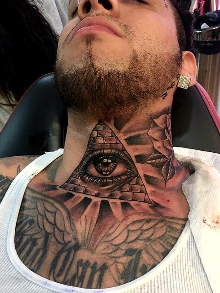 Carlos - eye