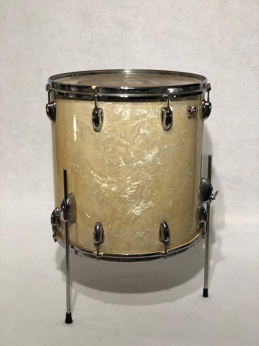 Gene Krupa's floor tom, Gene Krupa's drums, Sing Sing Sing, collectible vintage drums, famous drummers