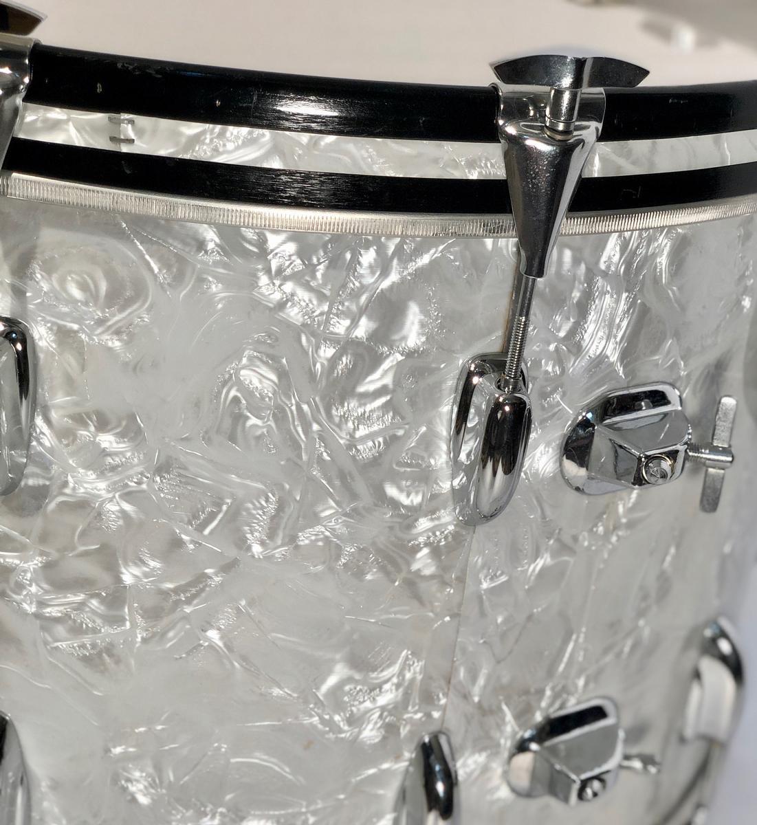 Gene Krupa's last bass drum, Gene Krupa's drums, famous jazz drummers, jazz memorabilia, jazz collectables