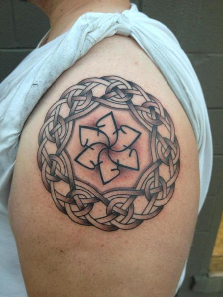 Daniel Adamczyk - Celtic knot Tattoo