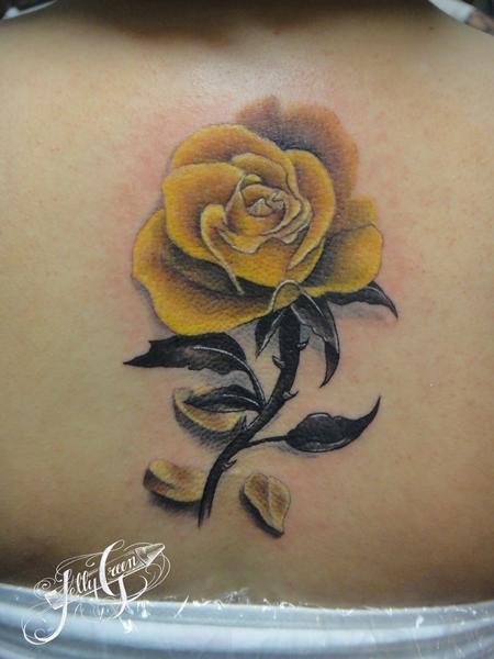 Kelly Green - yellow rose