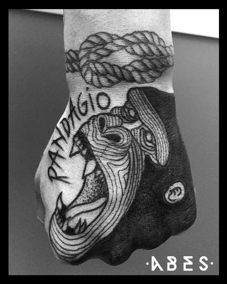 Tattoos - GORILLA ON HAND - 119809