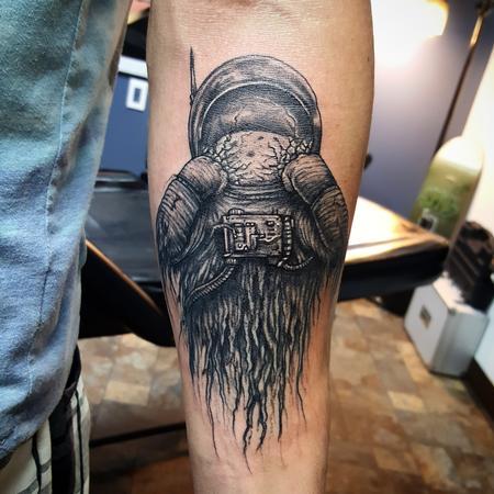 Tattoos - Dead Astronaut smashing helmet - 119017