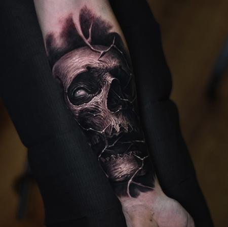 Travis Greenough - Skull forearm tattoo