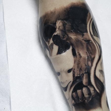 Robert Diamond - Skull tattoo