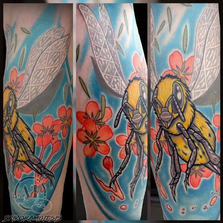 Tattoos - Illustrative Honeybee  - 111346