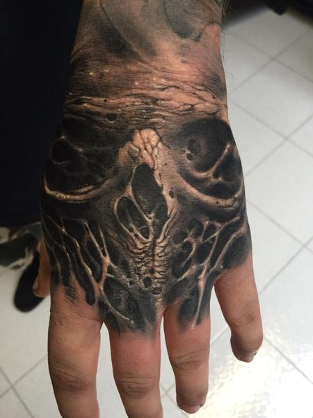 Tattoos - Hand's skull roots  - 120627
