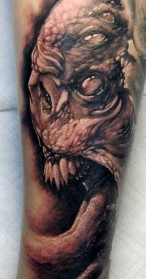 Tommy Lee Wendtner - Creepy tattoo
