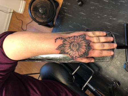 Tattoos - Hand flower - 142623