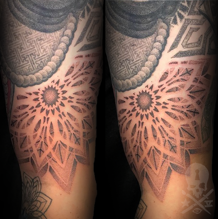 Tattoos - Negative space mandala - 133748