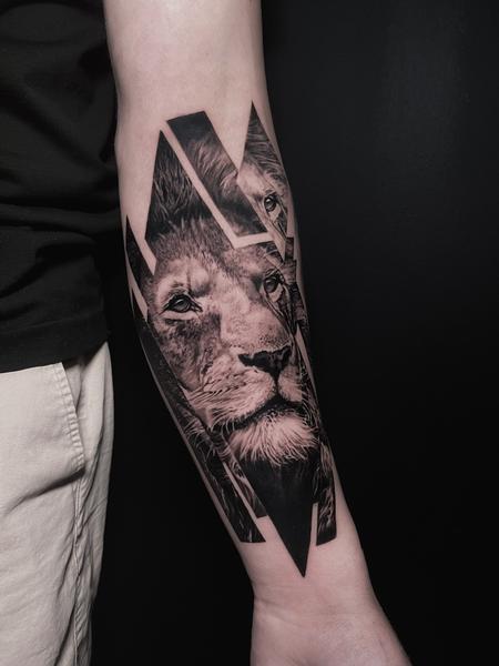 Tattoos - GLITCHED LION - 143000