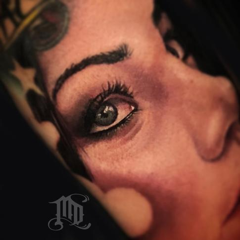 Mike DeVries - Realistic eye tattoo