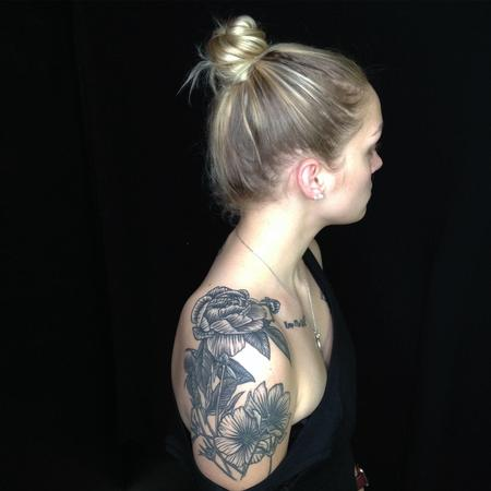 Tattoos - FLORAL SHOULDER TATTOO - 140648