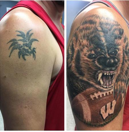 Tattoos - Wisconsin Badgers Football  - 142721